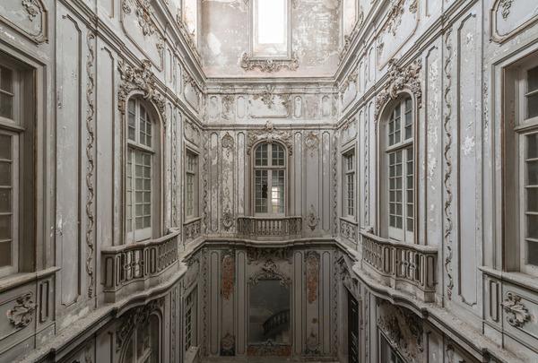 廃墟画像の不思議な魅力。放棄されたヨーロッパの建物 (7)