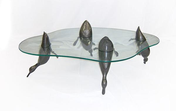 動物が水面にプカッと浮いてくるようなガラス製テーブル (6)