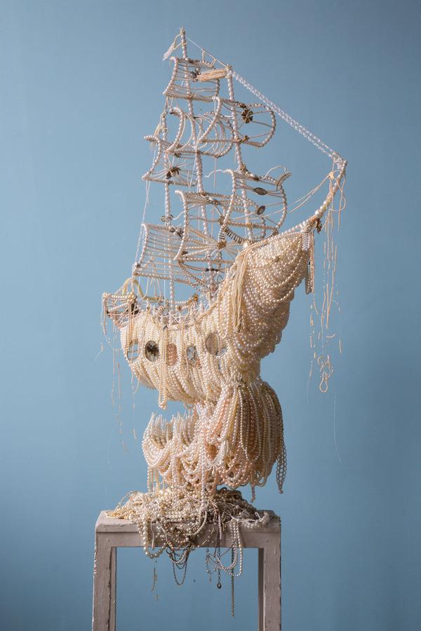 パールネックレスで作られた真珠の海に浮かぶガレオン船 2