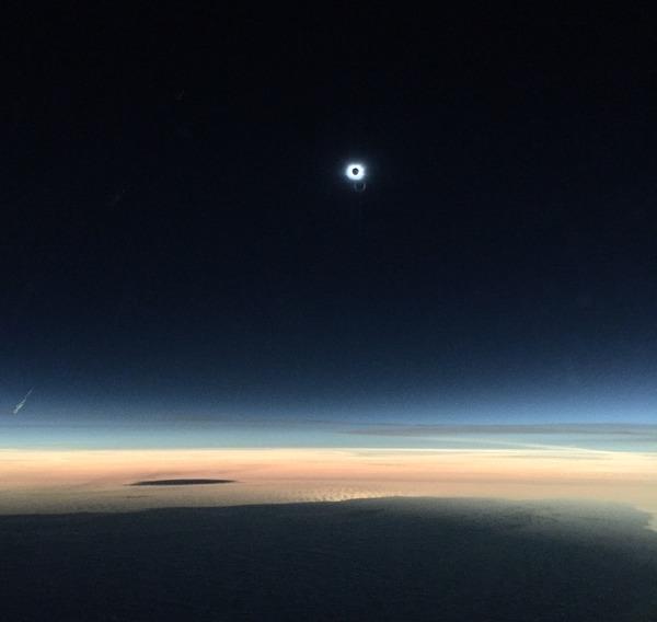 コックピットから撮影された日食4
