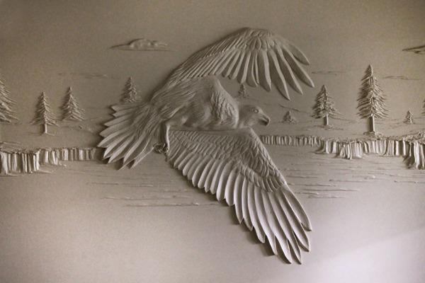 石膏職人の技!乾式壁に描く立体的な石膏彫刻 (7)