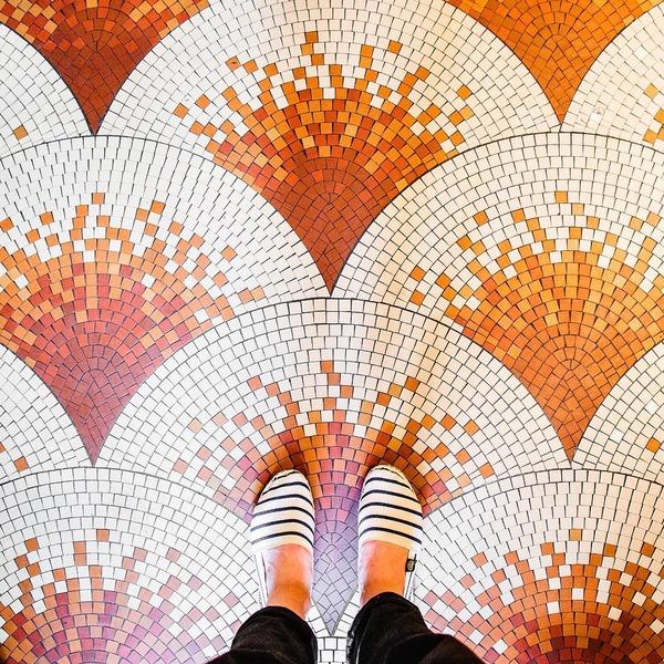 パリは床もお洒落だった!足元に広がる様々なデザインパターン (1)
