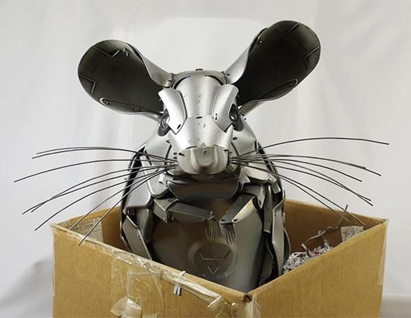 車の金属部品でメタリックな動物彫刻!ホイールキャップ (5)