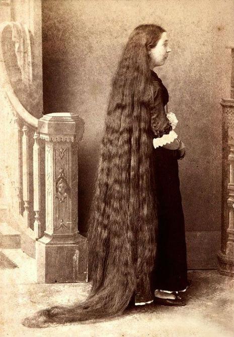 昔の人は髪の毛が超長い!ビクトリア朝の女性の白黒写真 (15)