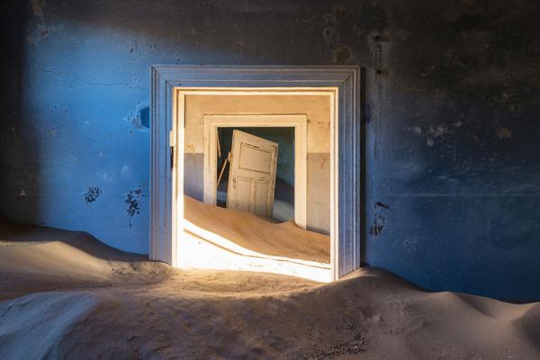 廃墟画像の不思議な魅力。放棄されたヨーロッパの建物 (9)