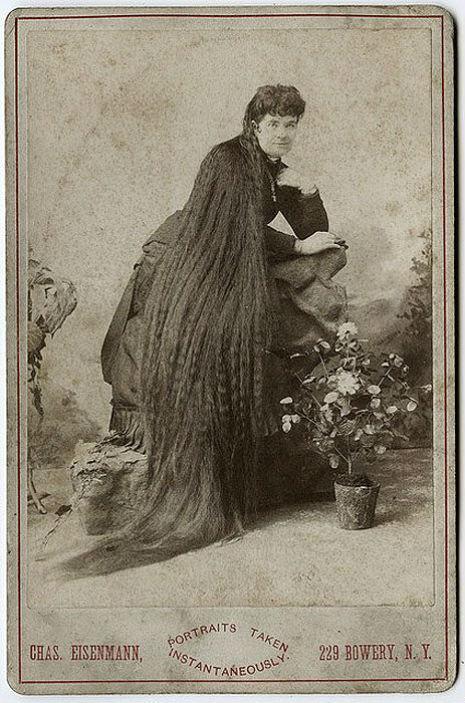 昔の人は髪の毛が超長い!ビクトリア朝の女性の白黒写真 (8)
