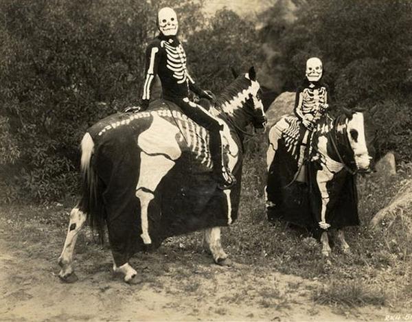 昔のハロウィンの写真がガチでホラーすぎる…! (8)