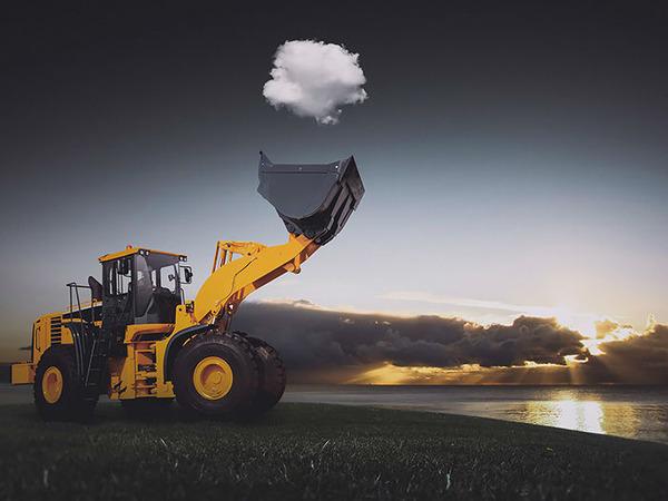雲を食べる、掴む!ふわふわ白い雲を遠近法で遊ぶおもしろ画像 (17)