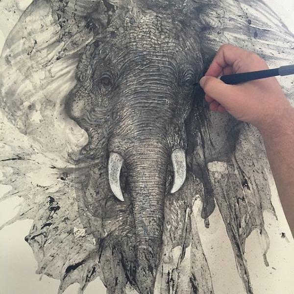 インクを注ぎ、飛び散らせてカオスなイラストレーションを描く (1)