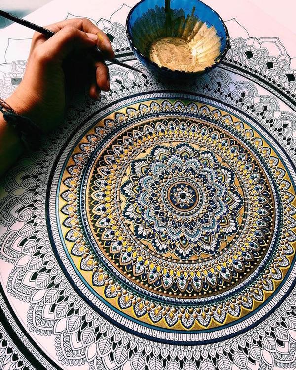 忍耐の賜物…手描きの曼荼羅模様がすごい (1)