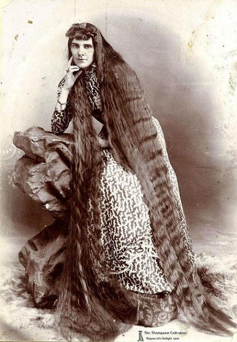 昔の人は髪の毛が超長い!ビクトリア朝の女性の白黒写真 (18)
