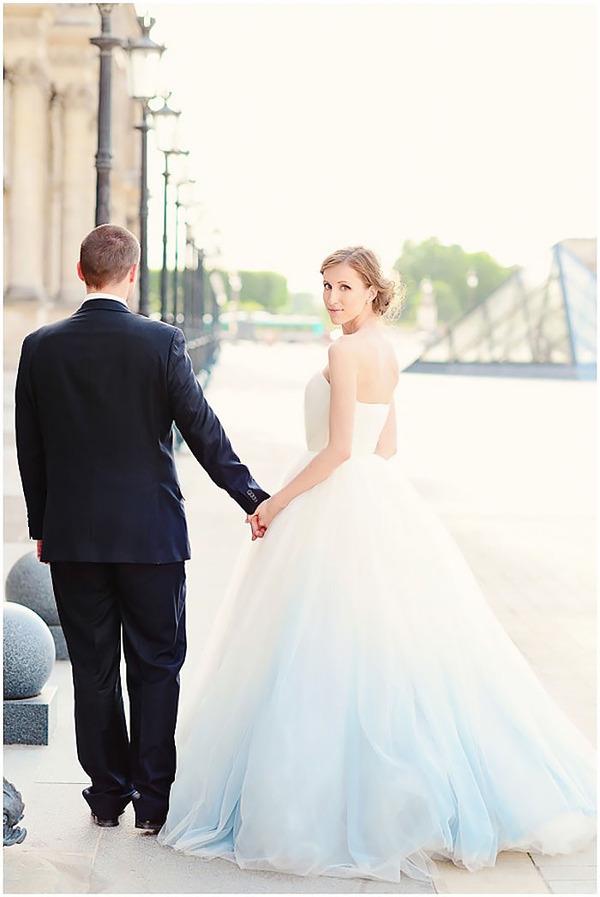 鮮やかなカラーが美しい。色が付いたウェディングドレス (16)
