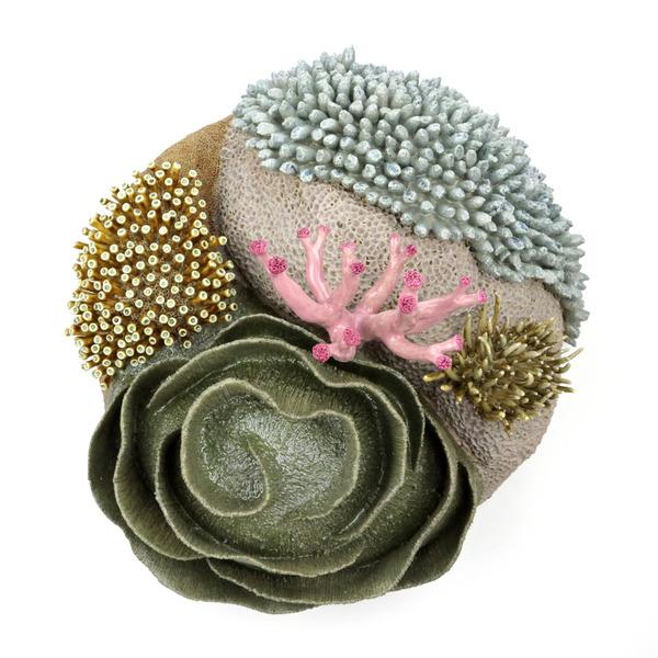 エアダクトから珊瑚礁。陶磁器による彫刻 (13)