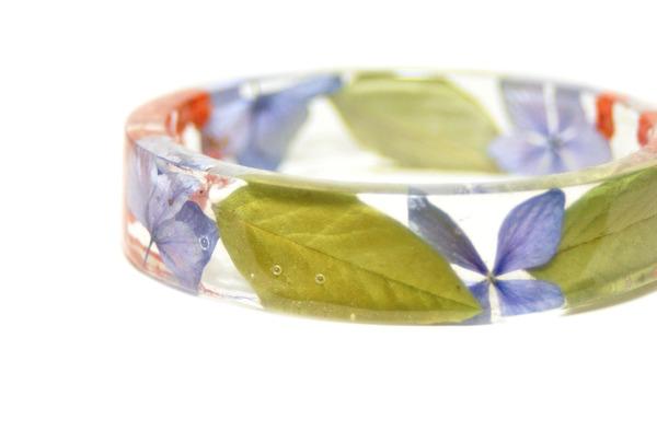 透明な樹脂に花や植物を詰め込んだハンドメイドアクセサリー_ (3)