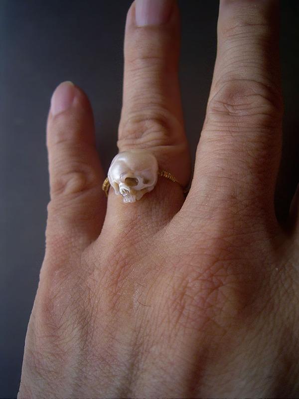 歯もあるよ!日本人デザイナーによる真珠の頭蓋骨 (2)