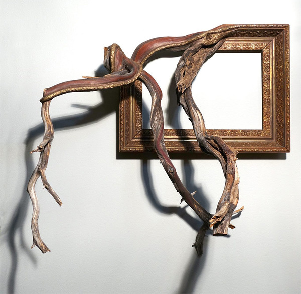 ねじれた木の形を生かしたヴィンテージで華やかな額縁 (4)