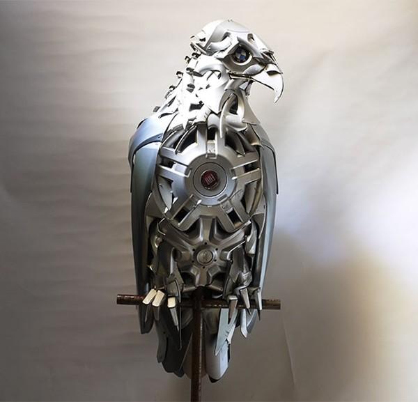 車の金属部品でメタリックな動物彫刻!ホイールキャップ (17)