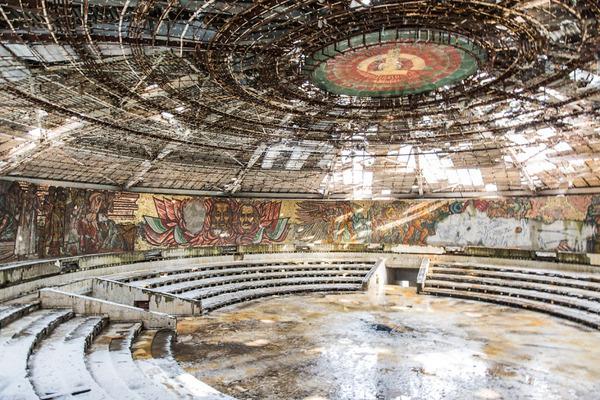 廃墟画像の不思議な魅力。放棄されたヨーロッパの建物 (13)