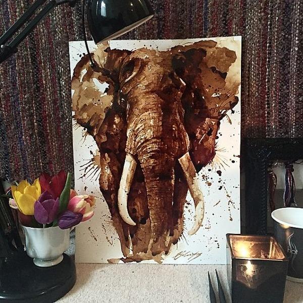 コーヒーで描かれたアフリカ象