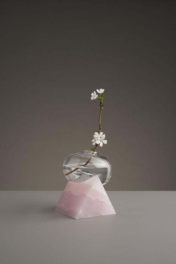 ニュルっとしている。柔らかそうなガラスの花瓶アート (3)