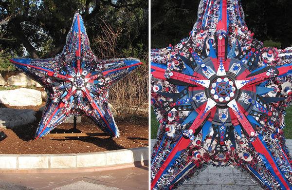 海岸で拾ったゴミで作られた海洋生物の巨大な彫刻 (8)
