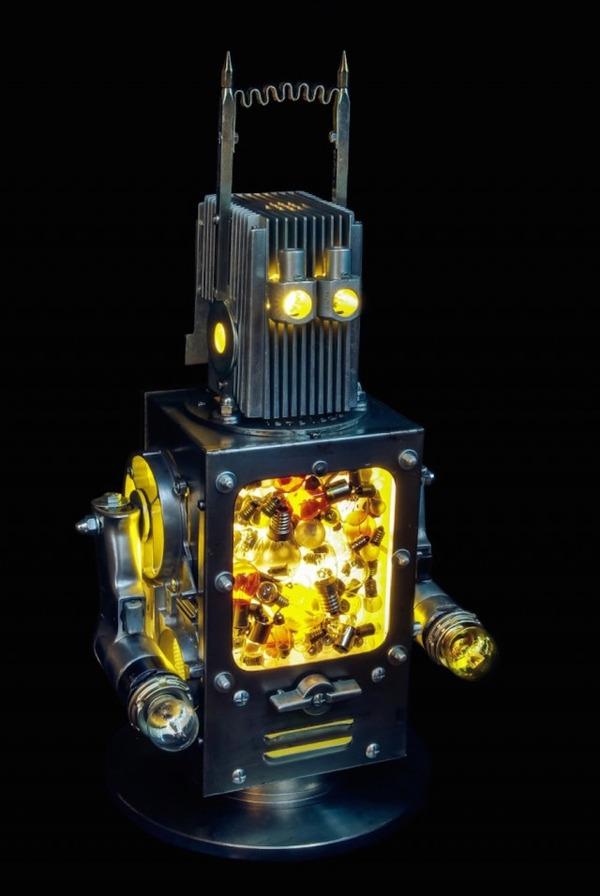 イルミネーションが光るレトロなロボット彫刻 6