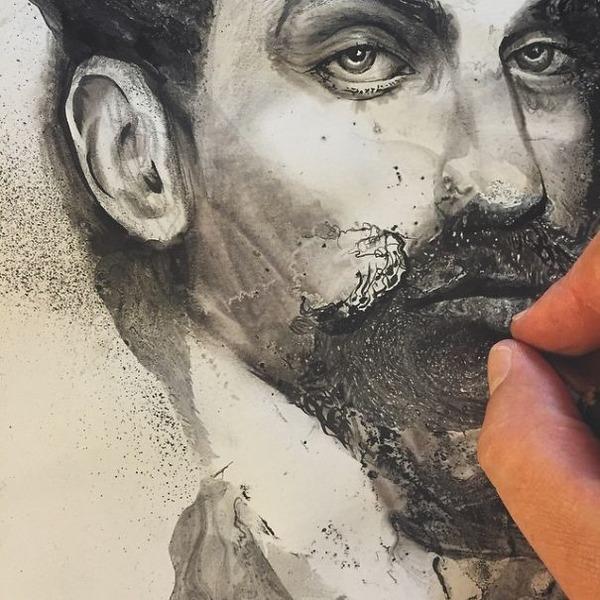インクを注ぎ、飛び散らせてカオスなイラストレーションを描く (16)