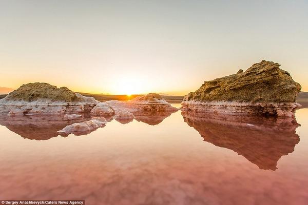 紅く染まる塩湖 Koyashskoye 8