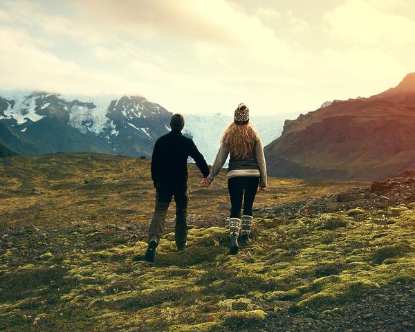 伝統的な結婚式を挙げずにアイスランドを旅したカップル (11)
