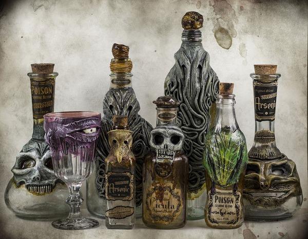 悪魔が宿る不気味な酒瓶 2