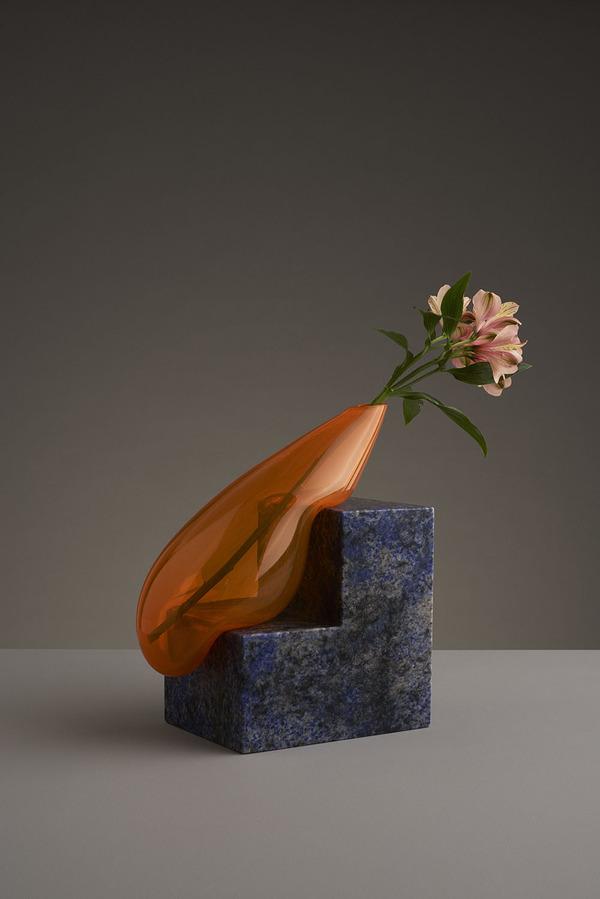 ニュルっとしている。柔らかそうなガラスの花瓶アート (8)