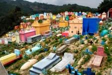 超カラフル!グアテマラの墓地