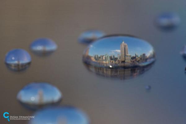不思議な球体。水滴と水滴の中に映る街の景色 (16)