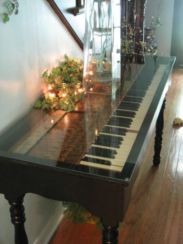 6 弾かなくなったピアノがお洒落なテーブルに