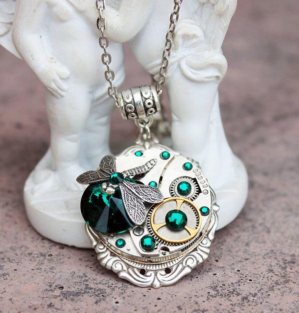 宝石や彫刻で彩られたスチームパンク風アクセサリー (8)