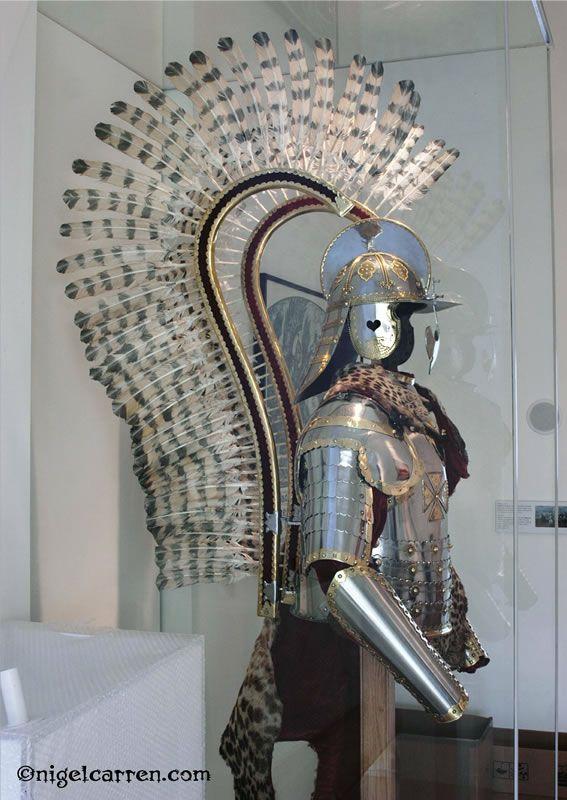 ユサールの鎧は86のワシの羽根が装飾されている