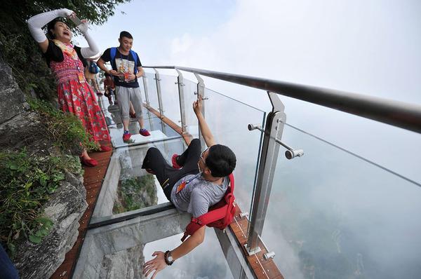 中国の天門山!もはやホラー…。恐怖と絶景を同時に楽しめる橋 (7)