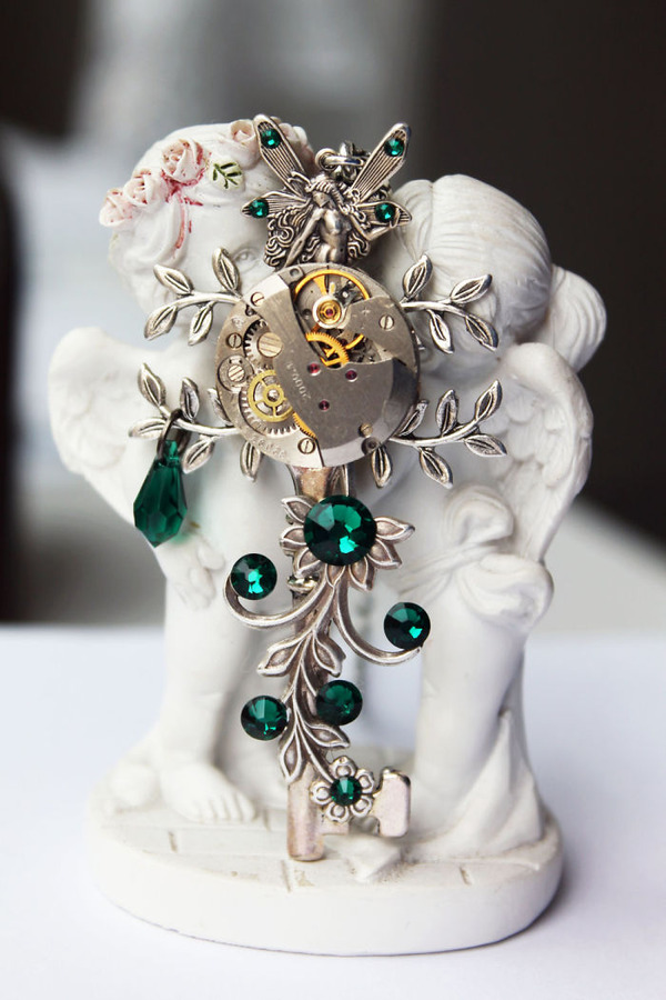 宝石や彫刻で彩られたスチームパンク風アクセサリー (13)