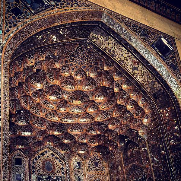 万華鏡のような美しさ。イランのモスクの建築美 (12)