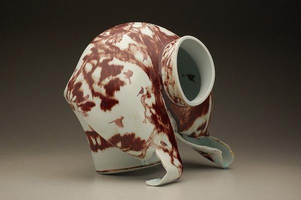 ぐんにゃりぶっ壊れてる!破壊された陶磁器の彫刻作品 (1)