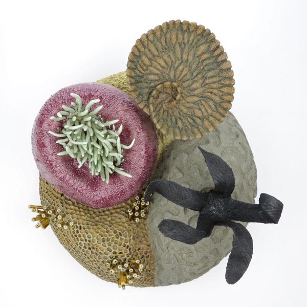 エアダクトから珊瑚礁。陶磁器による彫刻 (6)