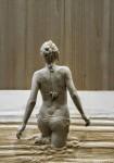 人間がそこにいるみたい。体のシワまで再現された木彫りの彫刻がリアルすぎて凄い!