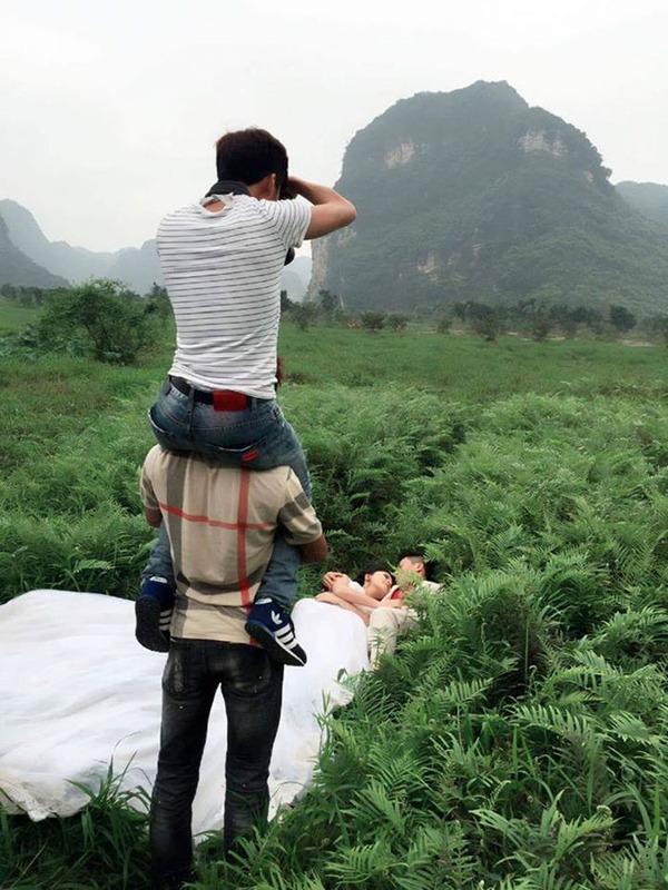 結婚写真の裏で頑張るカメラマンの努力画像 (6)