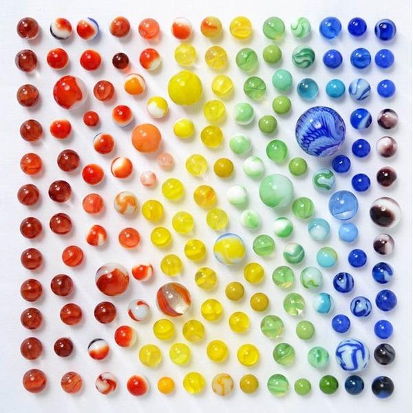 物で虹の色彩を作るアート写真プロジェクト (5)