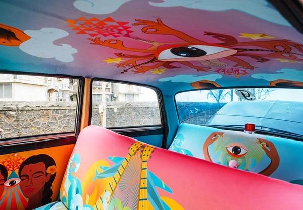 明るい気分で乗車できる!超カラフルなインドのタクシー (4)