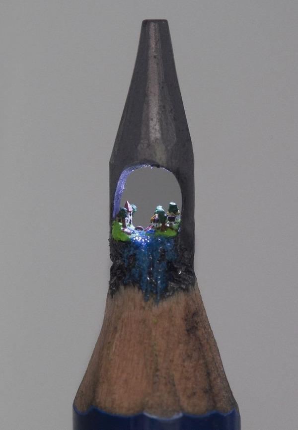 鉛筆の芯の先に彫られた超小さいミニチュアアート 3