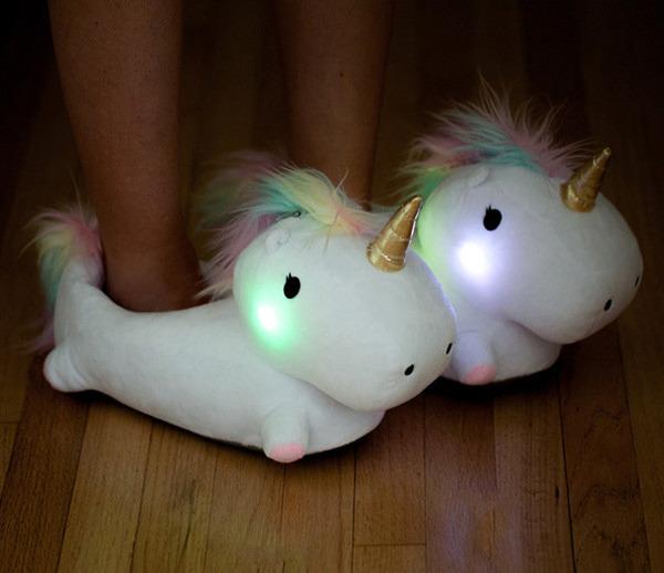 歩く時に『ほっぺた』が点灯するユニコーンのスリッパがかわいい (5)