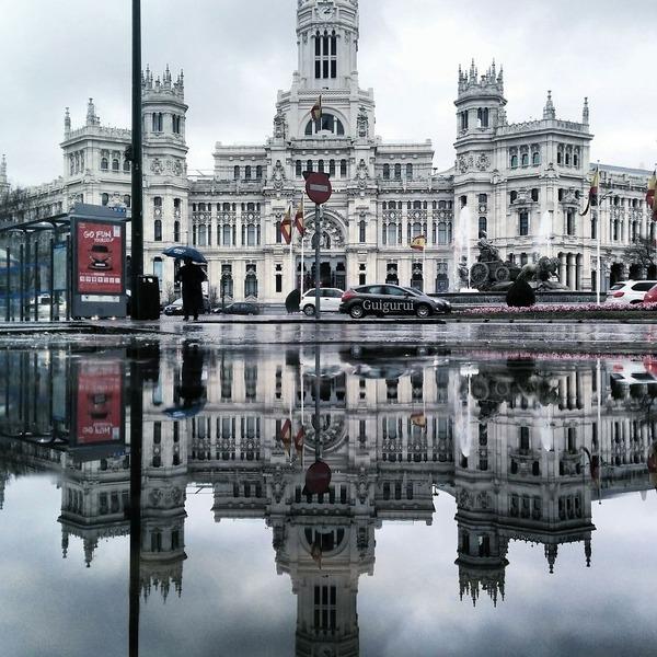 パラレルワールド!水たまりに反射する街の風景写真 (4)