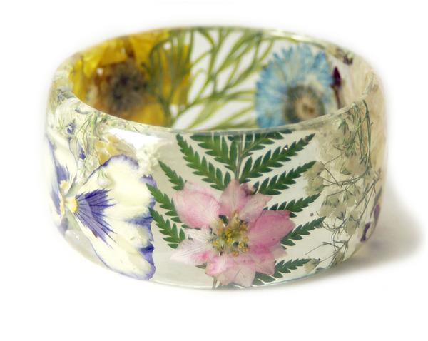 透明な樹脂に花や植物を詰め込んだハンドメイドアクセサリー_ (7)