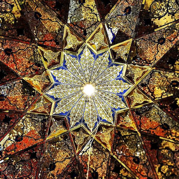 万華鏡のような美しさ。イランのモスクの建築美 (18)